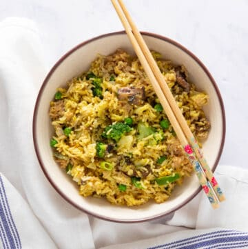 Bowl of vegetarian fried rice, with napkin and chopsticks on the side