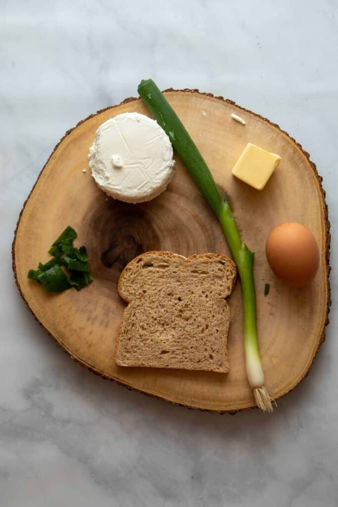 Ingredients for a perfect toast with scrambled eggs with goat cheese.